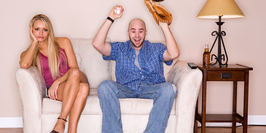 7 Thoughts All Girls Who Date Sports Fanatics Will InevitablyHave