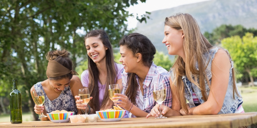 5 Different Types Of Friend Groups That Make Life Way More Interesting