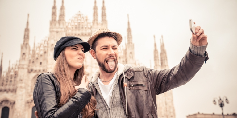 5 Behaviors On Social Media That Are Killing YourRelationship