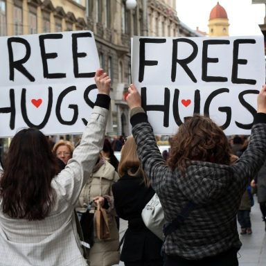7 Scientific Reasons Hugging Is The Best Thing Ever