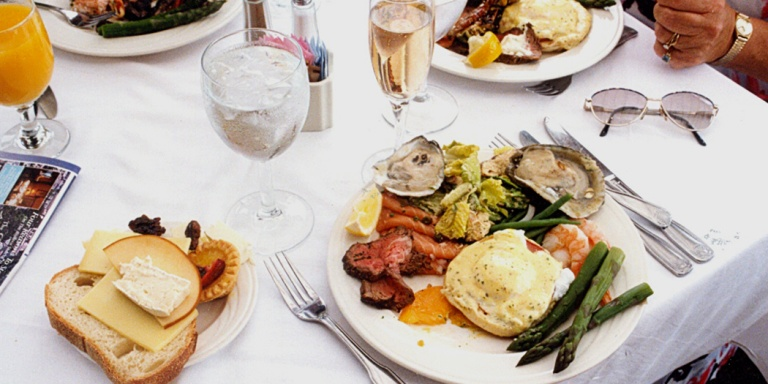 11 Delicious Reasons Boozy Brunch Is Actually A Therapy Session