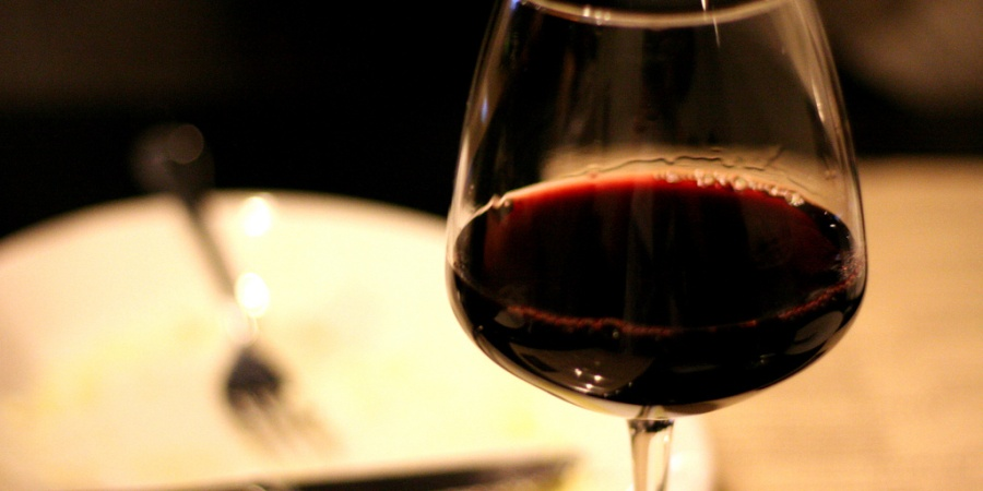 Study Shows How Red Wine Makes Women Horny…Recipes Included!