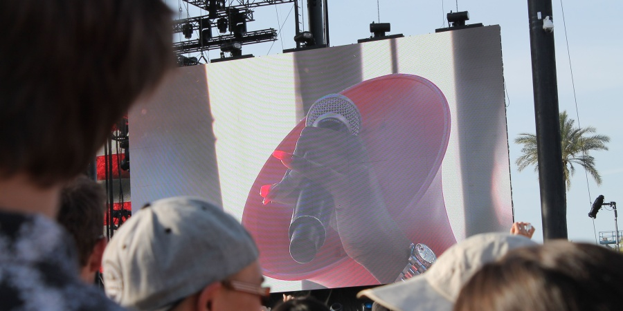 Azealia Banks Got The Coachella Crowd To Shut The Fuck Up AndListen