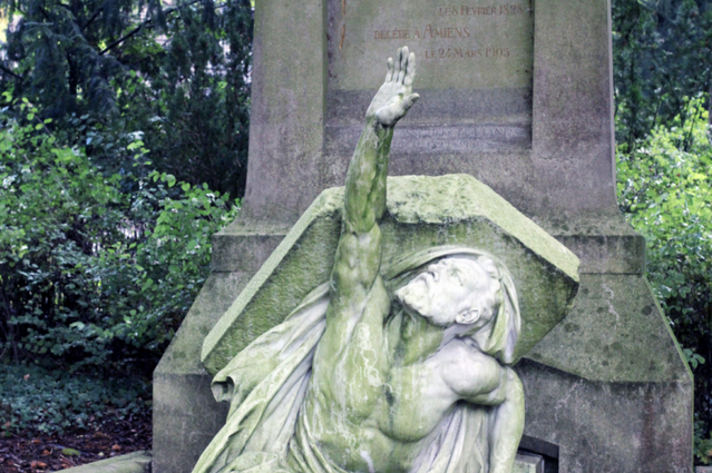 Creepy History: 9 Famous Graves To Add To Your BucketList