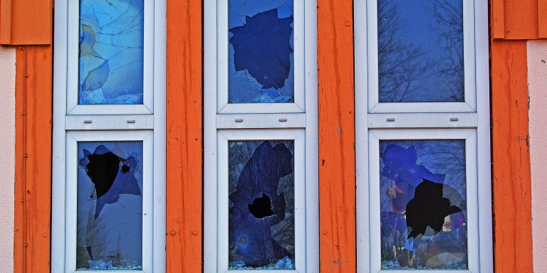 Broken Windows Theory: Why Winners Keep Their Homes Clean