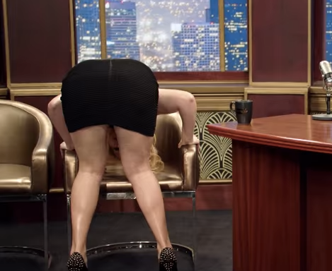Amy Schumer Just Parodied Female Objectification On Late Night Talk Shows And It'sHilarious