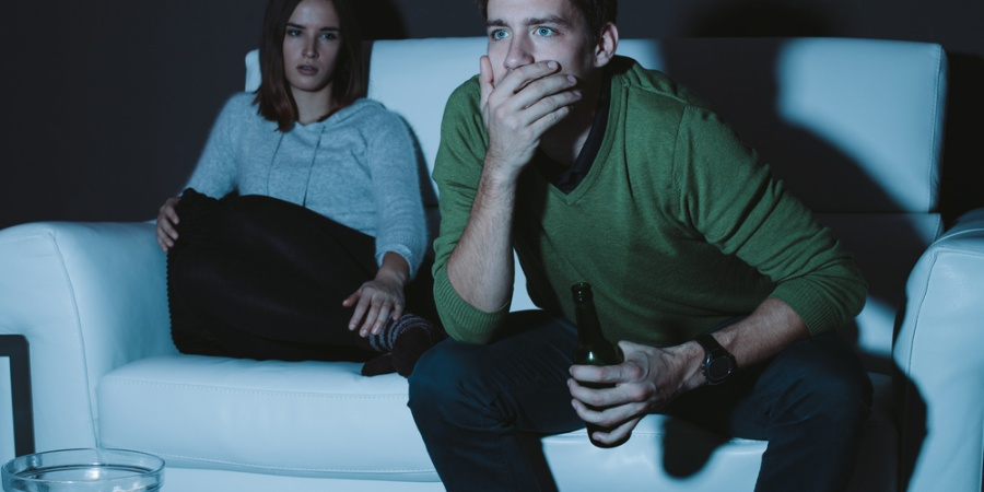 "Girl Catches Boyfriend Gaslighting Her Then Tricks Him Into Watching The Movie ""Gaslight"""