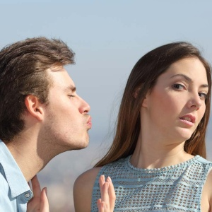 7 Reasons Why You Were Wrong To Right-Swipe Him On Tinder