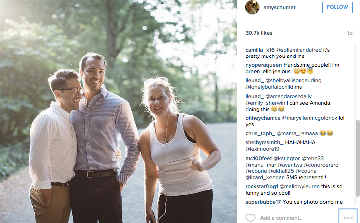 Amy Schumer Just Totally Photobombed A Couple's Engagement Picture, And It'sHilarious