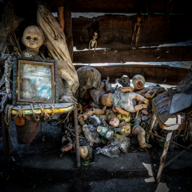 Creepy History: Journey To The Island Of The Dolls