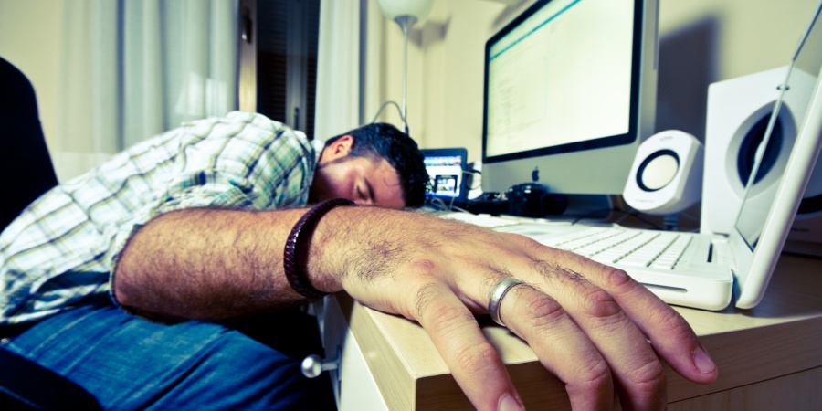 13 Things That Happen When You Party Hard And Hangover At Work EvenHarder