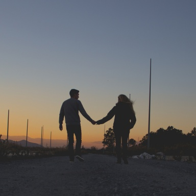 8 Ways Relationships Drastically Change When You're In Your 30s (Compared To Your 20s)