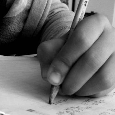 8 Facts For Lefties To Celebrate On International Left-Handers Day
