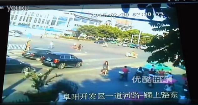 Woman drops her money | Youku.com
