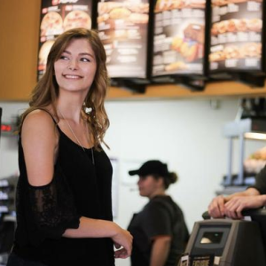 LOL This Girl Took Her Senior Pictures At Taco Bell