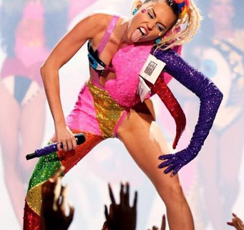 19 Jaw-Dropping Outfit Choices From The 2015 VMAs That Will Make Your Monday Way MoreInteresting