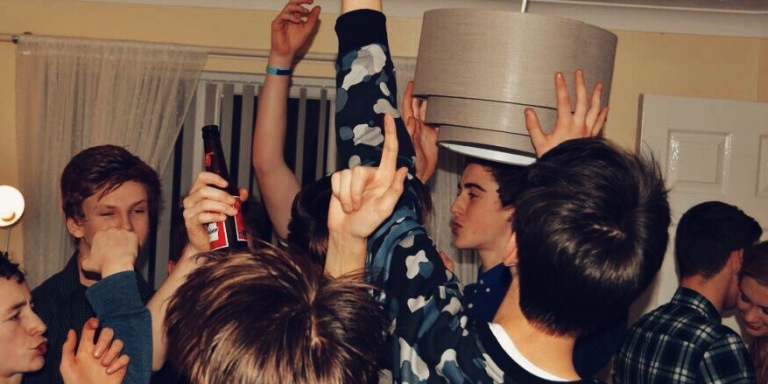 16 Real People Confess Their Drunkest Near-DeathExperience