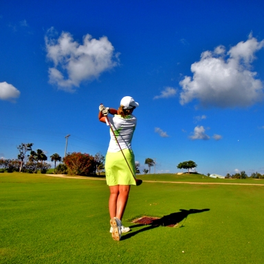 Guys, This Is How You Can Golf With Your Girlfriend
