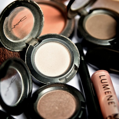 10 Helpful Beauty Tips On How To Pack Your Makeup While Traveling