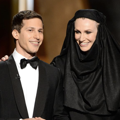 23 Of The Best Behind-The-Scenes Photos From The 2015 Emmys