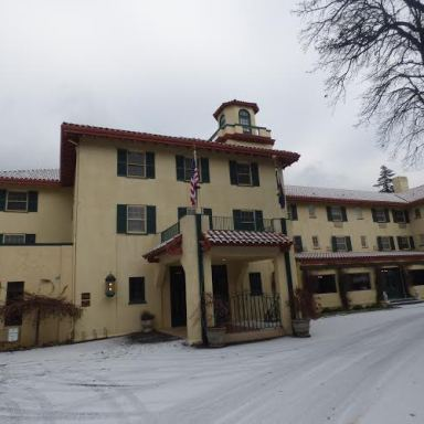 I Spent A Night At The Columbia Gorge Hotel After I Heard Stories Of Its Haunted Rooms