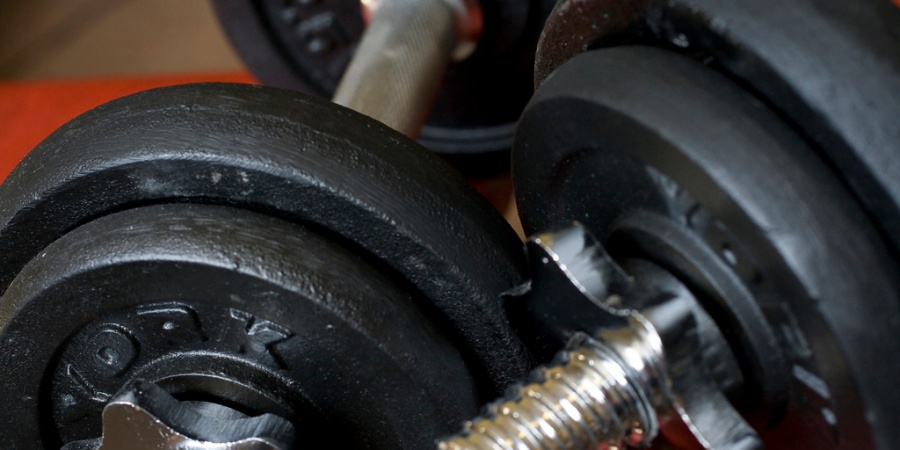 3 Incredibly Effortless Tips To Start Working Out With Weights (For Women)