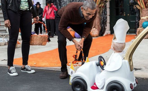 President Obama Can't Get Over This Adorable 'Baby Pope'Costume
