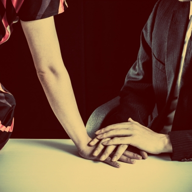 7 Subtle And Hurtful Ways You Cheat On Your Partner Every Day
