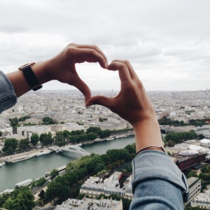 The Truth Behind What Love At First Sight Really Is (And How Your Mind Tricks You Into It)