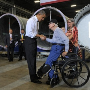 The Story Behind This Photo Of A 90-Year-Old Veteran Standing For President Obama Will Bring Tears To Your Eyes