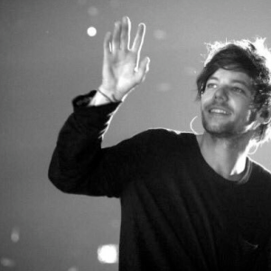 The Internet Is Flipping Out Because Someone Called Louis Tomlinson Ugly