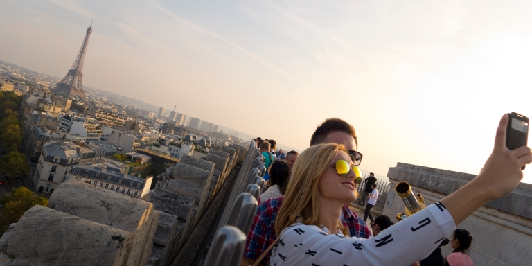 5 Beautiful Reasons We Can't Help But Fall In Love WhileTraveling