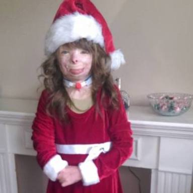 This Girl Lost Her Parents In A Fire And She'd Really Like Some Christmas Cards This Year