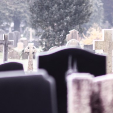 My Crush Dared Me To Spend The Night In A Graveyard, And Here's Why I'll Never Do It Again