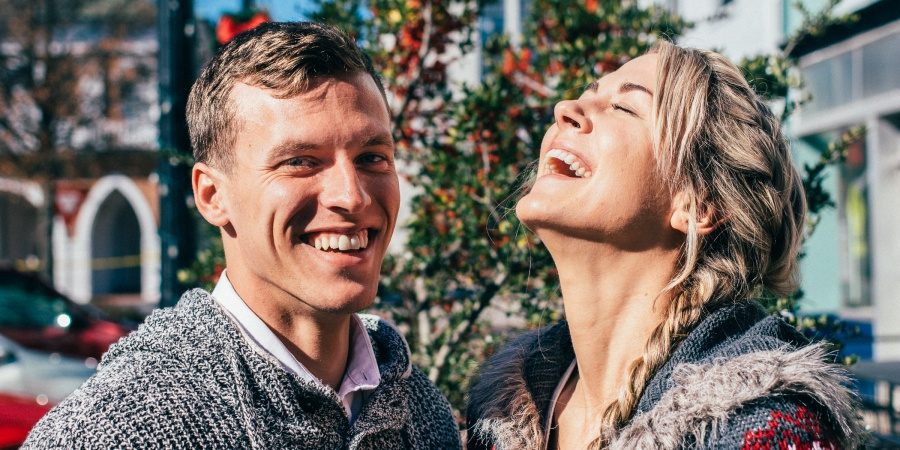 6 Ways To Successfully Date An Introvert When You're Clearly An Extrovert (Yes, It's Possible)