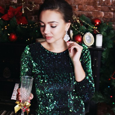 What Your Go-To Holiday Party Drink Says About You