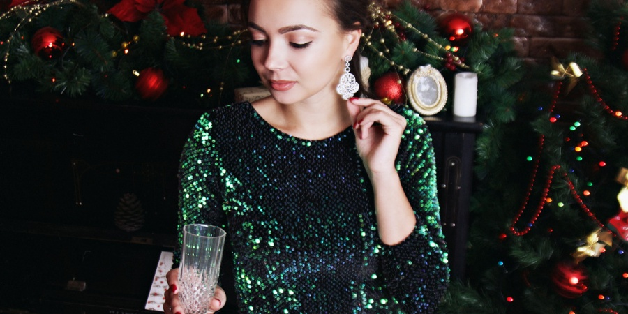 What Your Go-To Holiday Party Drink Says AboutYou