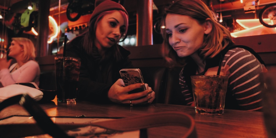 15 Things You Learn From Being The Only Single Lady In A Group Chat With Married Women