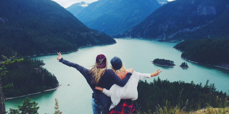 11 Signs You And Your Best Friend Are TwinSouls