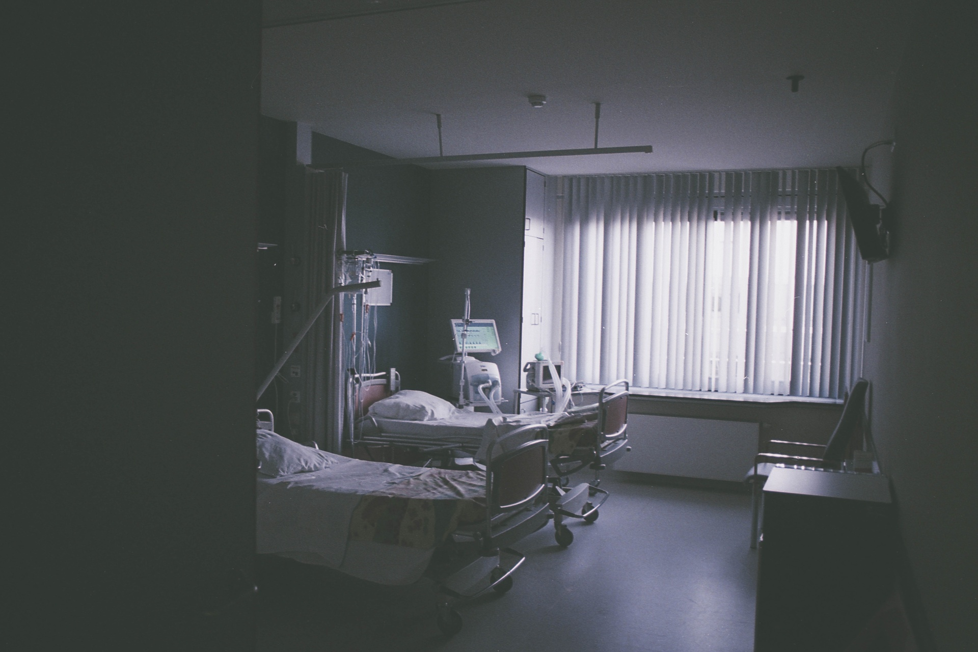49 Real Nurses Share The Terrifying Hospital Ghost Stories That Scared Them To Death