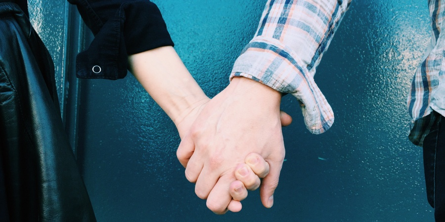 11 Beautiful Things That Happen When You Fall In Love With Someone Older ThanYou