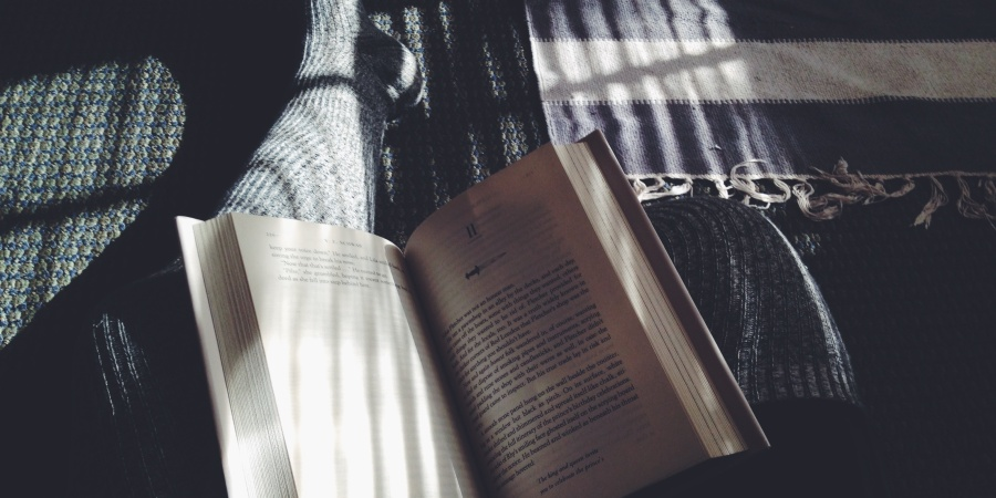 15 Reasons Why Dating A Girl Who Reads Will Enhance Your Life