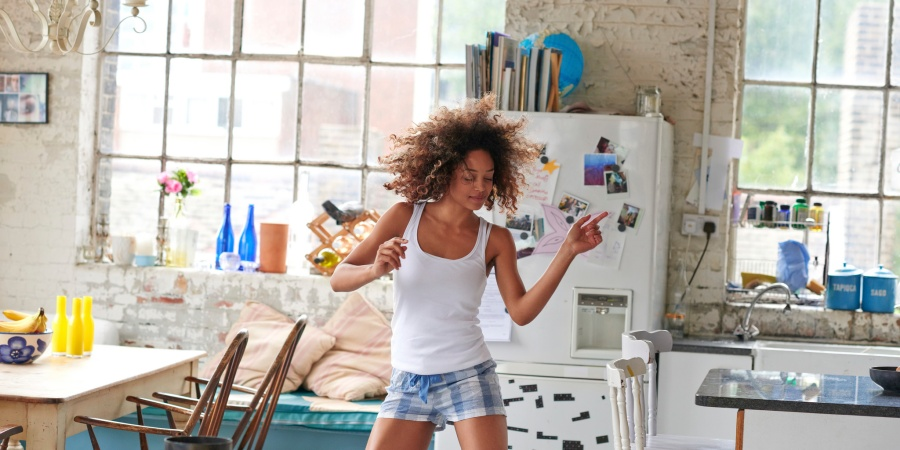 10 Things That Happen When You Move In With A Neat Freak (And You're ChronicallyMessy)