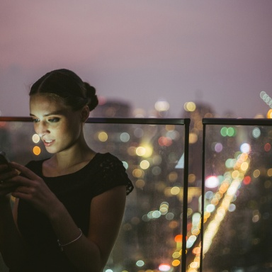 5 Reasons The Guy You Met Online Is Hesitant To Meet You In Person (And How To Make It Happen)