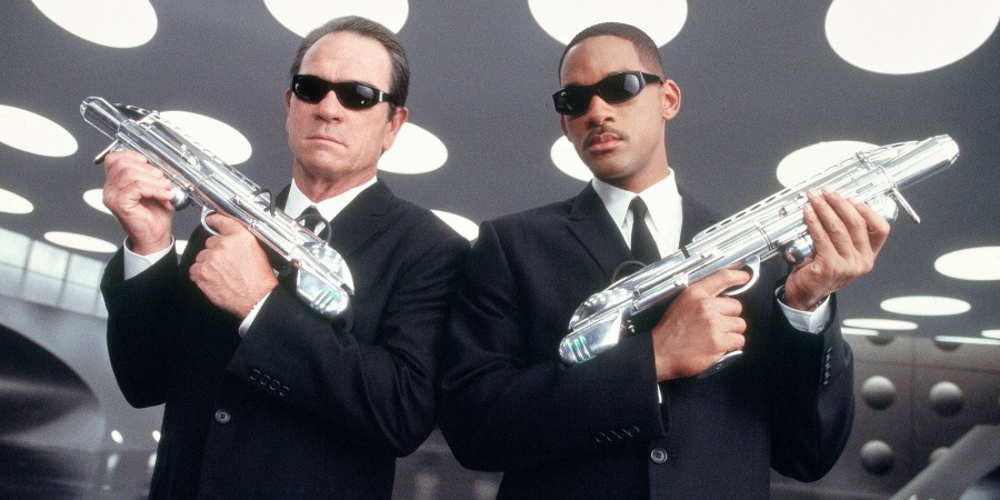 9 Freaky Encounters With The Real 'Men In Black' That'll Seriously Give You The Creeps