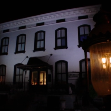 Live: A Medium And I Are Trying To Contact The Dead While Staying Overnight In One Of America's Most Haunted Houses