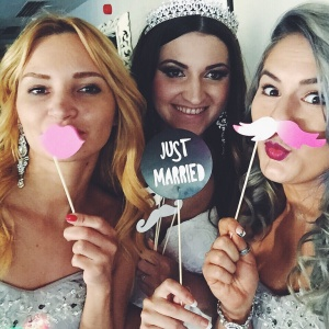 14 Bridesmaids On The Mid-Wedding Fiasco They Tried To Hide From The Bride
