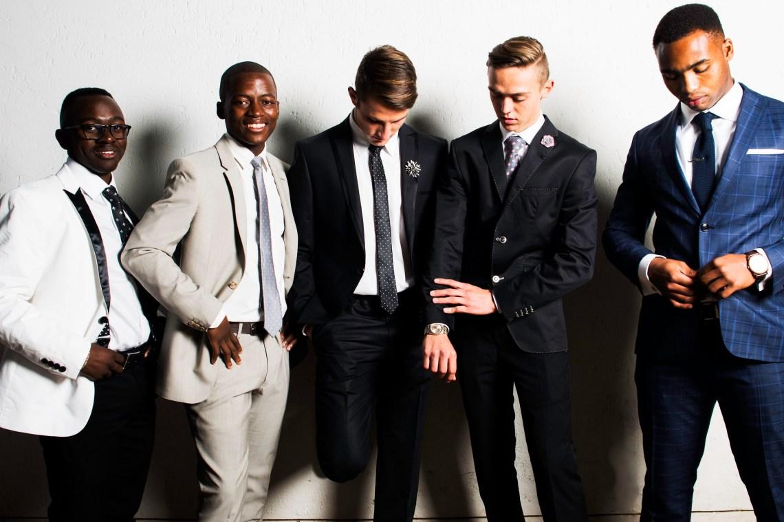 men suits dressed up professional friends happy candid WeaboBryson / www.twenty20.com/photos/d4743450-10ca-40db-9609-2423d641cd9e