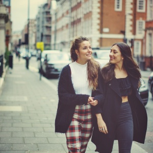 50 Thoughtful Ways To Strengthen Your Friendship (That Don't Cost Money)