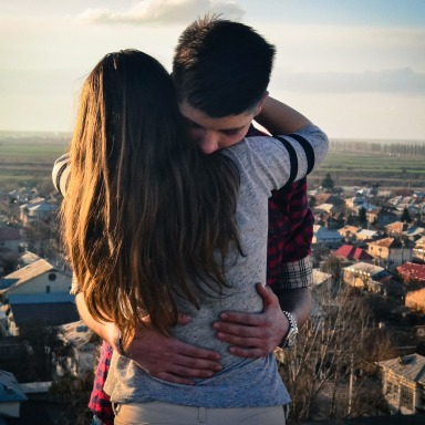 8 Perks Of Dating The Girl With A Big Heart